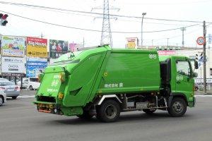 Чистая мусоросборная машина