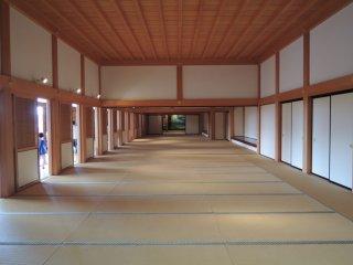 Căn phòng mà bạn có thể nhìn thấy trong một cảnh phim về võ sỹ đạo samurai