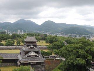 Khung cảnh núi non nhìn từ đài quan sát