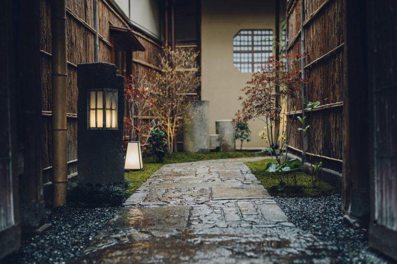 Stepping inside: entrance path to Hotel SOWAKA