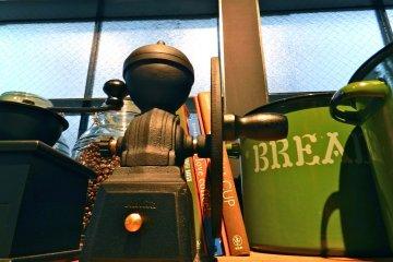 <p>Grinding at Honolulu Coffee</p>
