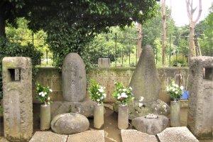The graves of Nogi Maresuke and Nogi Shizuko in Aoyama Cemetery
