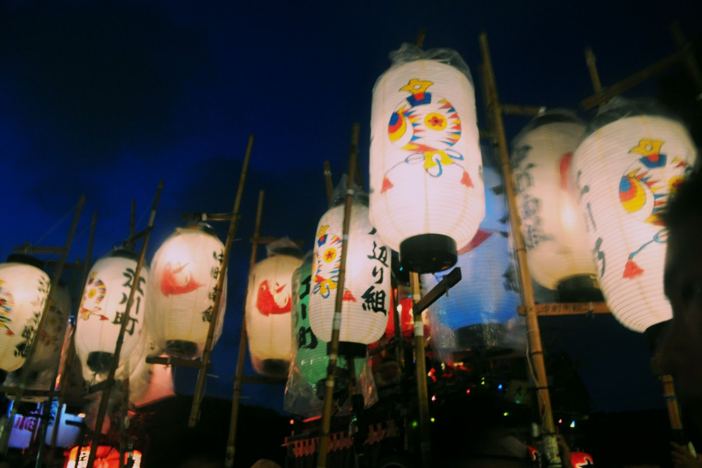 During both nights the Tokei Jinja shrine area becomes extremely crowded and lively.