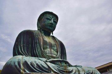 Статуя Дайбуцу пережила цунами, унесшее храм, в котором она когда-то стояла