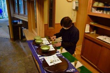 Приготовление маття в храме Хококудзи