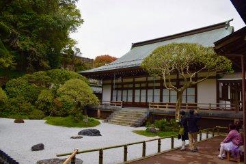 Прекрасный пример сада в японском стиле для созерцания