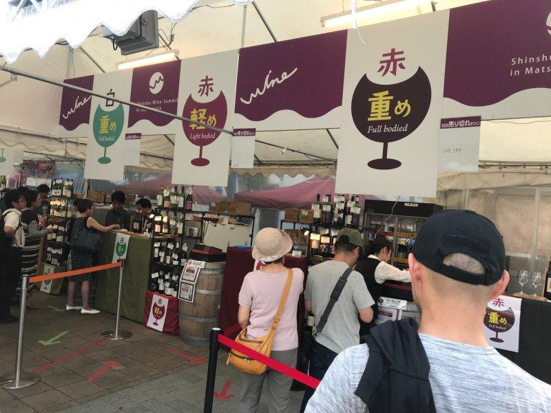Посетители могут продегустировать вина