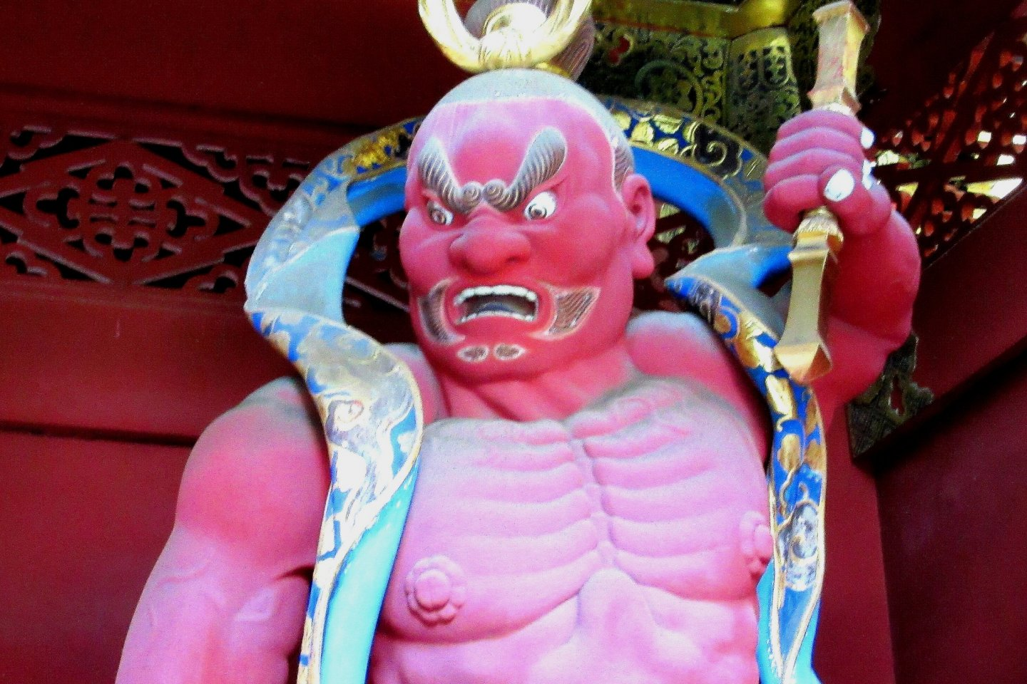 Guardian on the right with his open-mouthed \'a\' sound in Nikko