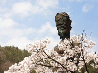Daikannon in spring