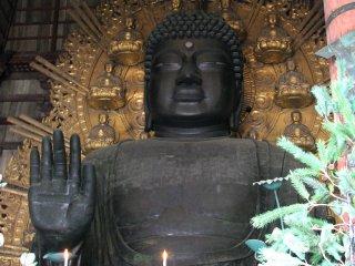 The biggest indoor statue in Japan