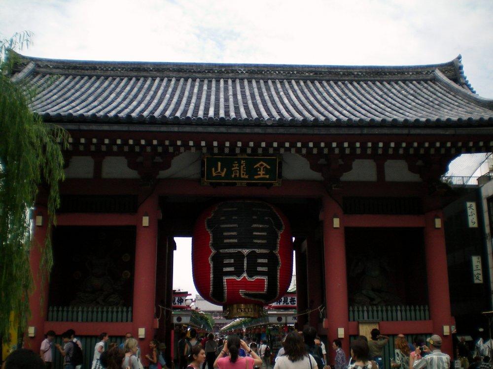 Kaminarimon Gate again