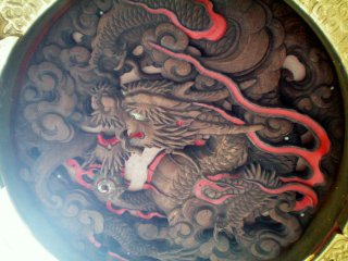 Kaminarimon Gate's papaper lantern dragon