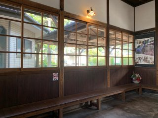 The waiting room of Higashi Beppu Station