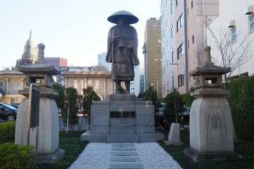 Statue of sect founder, Shinran Shonin, by the entrance to the temple grounds