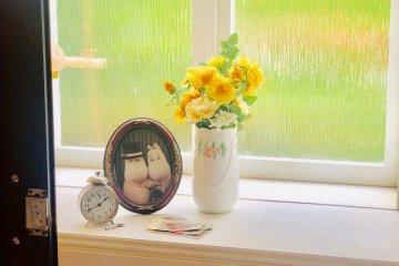 Фото на окне.