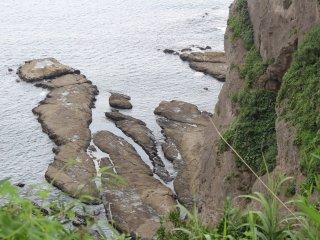 Часть скалистого побережья Эносимы