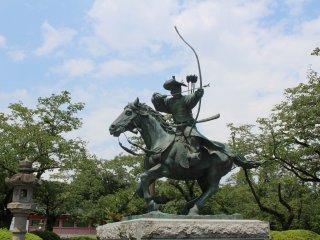 Памятник Минамото но Ёритомо