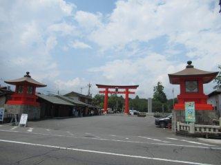 Fujisan Hongu Sengen Taisha approaching