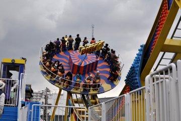Retro rides at Hanayashiki Amusement park