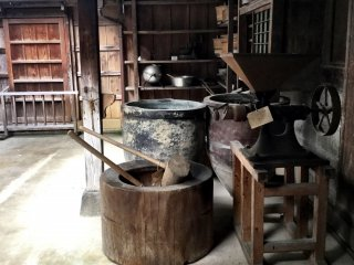Antique kitchen ware and tools