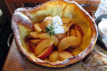 Dutch Baby pancake: apple & cinnamon.
