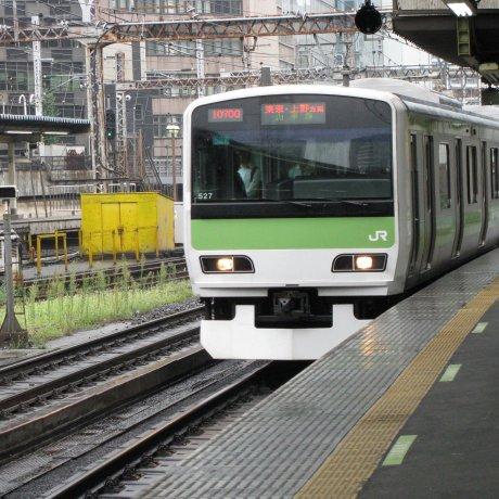 Железнодорожный пейзаж Японии