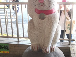 Maneki Neko at the exit of Gotokuji Station