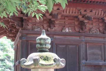 A tiny carved figurine of Maneki Neko in the background...