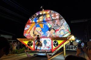 Fan-shaped floats similar to Hirosaki's nebuta style.