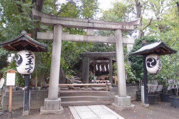 Arakawa City is full of old pre-WWII shrines