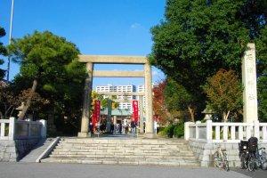 Torii gate to Ishihama Shrine in Arakawa