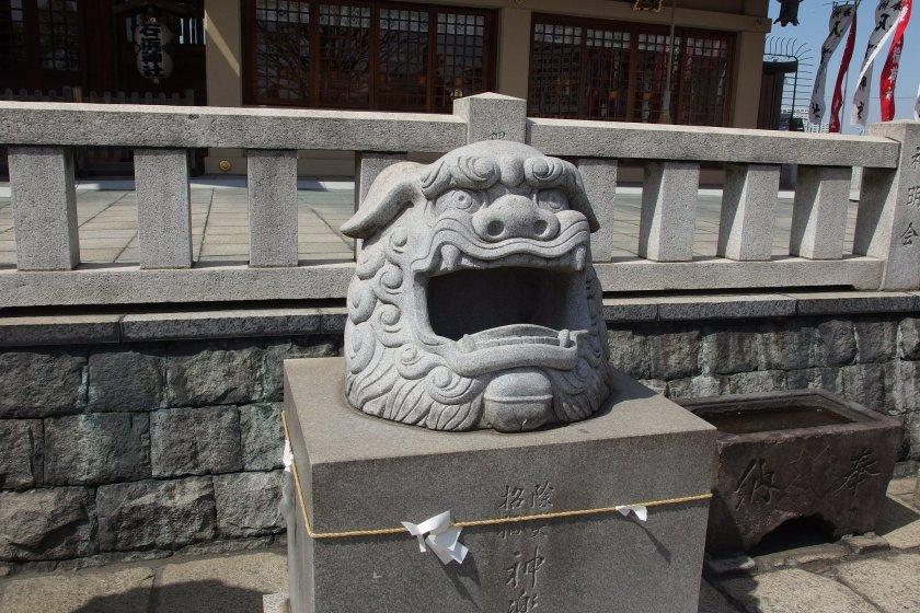 A fiery komainu statue