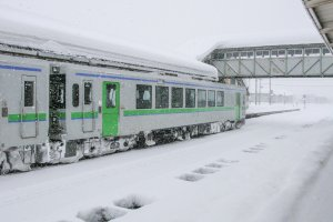 A local train fighting the elements at Kutchan Station