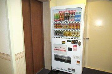 Автоматы с напитками расположены на каждом этаже