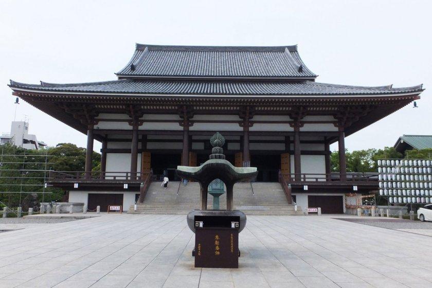 The main hall of Nishiarai Daishi