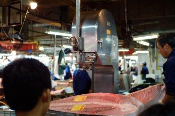 Tuna cutting at Adachi Market