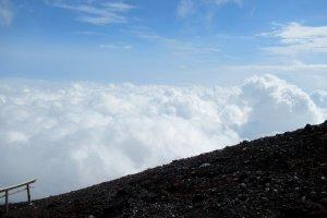 На Фудзи-сан, выше облаков!