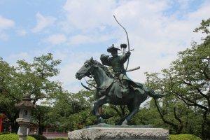The monument to Minamoto no Yoritomo