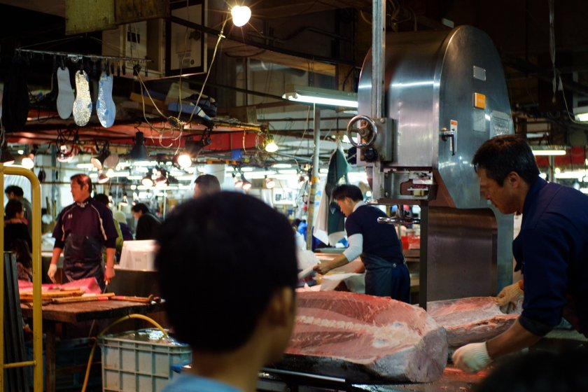 Cutting the tuna at Adachi Market