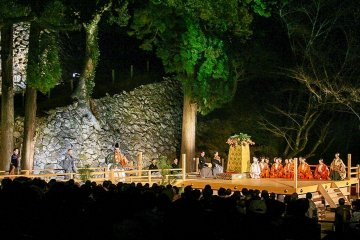 Noh by firelight, under the stars, by the castle walls