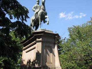 Памятник принцу Комацу но Мия Акихито