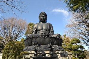 Jorenji temple's hugely impressive 32-tonne bronze Buddha statue
