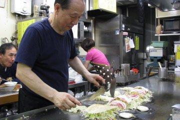 Особое блюдо Хиросимы - окономияки