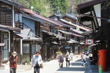 The post town, Narai