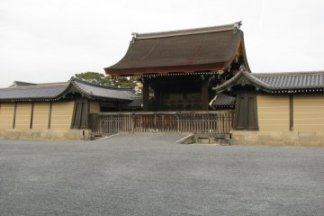 Одно из зданий Императорского дворца