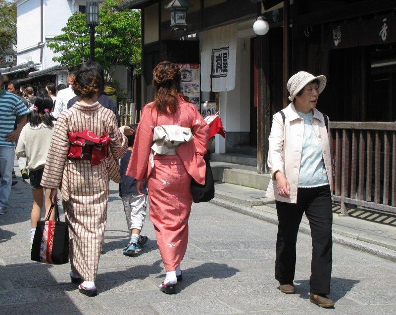 Кимоно в Киото выглядит очень естественно