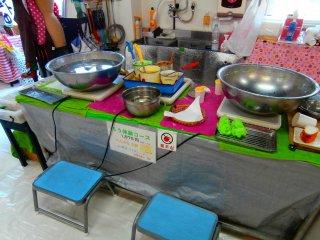 Jika anda memilih kursus lilin, ini akan menjadi dapur anda untuk hari ini (anda akan mendapatkan pengalaman membuat selada dan tempura)