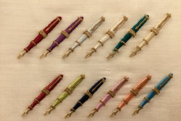 For men, fountain pens in birthstone colors can be embroidered.
