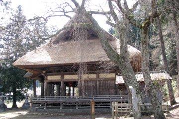 Старинный храм в сельской местности Нагано