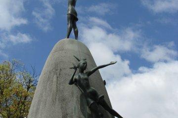 Основание памятника - колокол, Хиросима